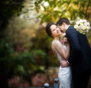 How to Choose a Wedding Photographer - 10 Tips For Selecting Wedding Photography